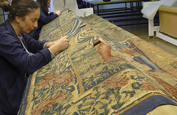 restoration-flemish-tapestries-royal-college-patriarch-other-restoriation-programmes-fundacion-iberdrola-espana